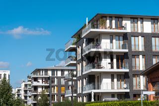Neue graue Apartmenthäuser in Berlin