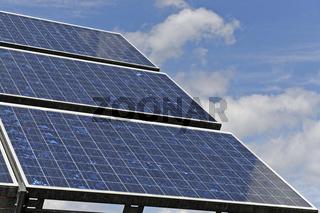 Solarpanele der Sonne nach ausgerichtet