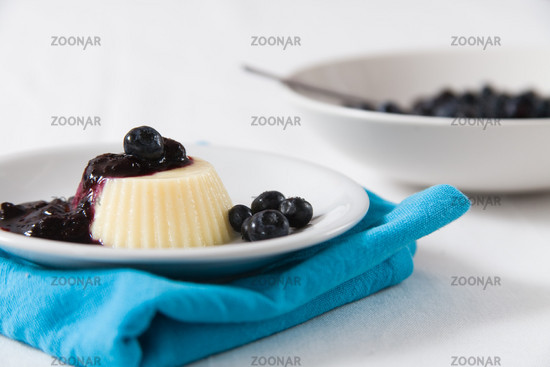 Pudding mit Heidelbeeren
