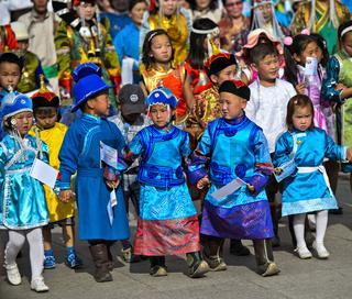 Kinder in traditioneller Deel-Kleidung,Festival der mongolischen Nationaltracht,Ulanbator, Mongolei
