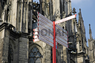 Signpost in front of the Cologne cathedral