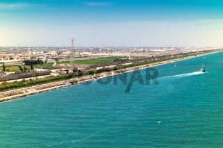 Ausfahrt aus dem Suezkanal ins Mittelmeer entlang der Hafenstädte Port Said und Port Fouad