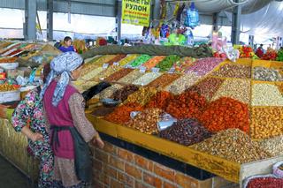Nüsse und Trockenfrüchte im Osh-Basar, Bischkek, Kirgisistan
