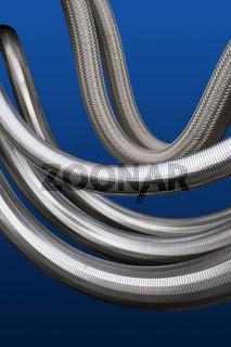 Rohrleitungen mit silberner Ummantelung