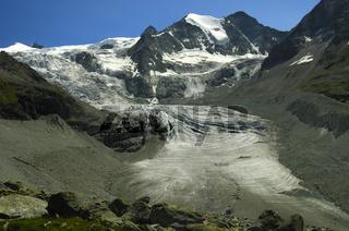 Gletscherzunge des Moiry Gletschers und auf die Gipfel der Pointes de Mourti