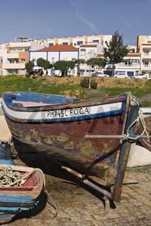 Fischerboot am Strand von Ferragudo