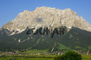 Ehrwald mit Zugspitze, Tirol