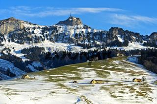 Blick über das winterliche Appenzellerland auf den Gipfel Hoher Kasten, Alpstein,Schweiz