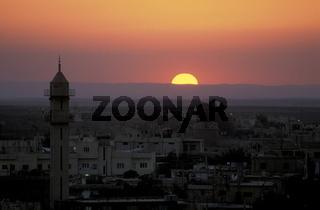 Eine Moschee im Abendlicht in der Stadt Bosra im Sueden von Syrien im Nahen Osten.