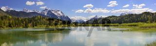 Panorama Landschaft in Bayern mit Isar und Berge