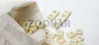 Spielsteine mit Text – Wörter und Begriffe aus der Arbeit des Betriebsrates.