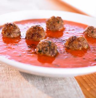 Tomatensuppe mit Hackfleischbaellchen
