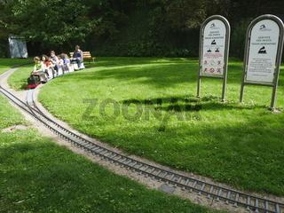 Kostenlose Miniatureisenbahn am Fluss Alzette,Luxemburg Unterstadt