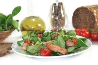 Gemischter Salat mit Hähnchenstreifen