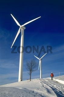 Winterliche Wanderung bei dem Windkraftwerk in der Laussa, Oberösterreich