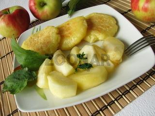 Kartoffelplaetzchen mit Apfelkompott