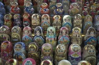 Souviniers auf dem Markt in der Altstadt von Varna in Bulgarien.