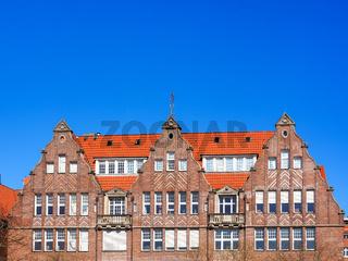 Giebel alter Backsteinhäuser an der Weserpromenade Schlachte in Bremen, Deutschland