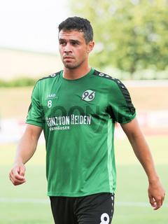 deutscher Fußballer Manuel Schmiedebach Hannover 96 DFB DFL 2.Bundesliga Saison 2016-17