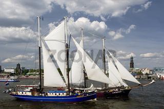 Segelschiff und  Michel am Hafengeburtstag im Hamburger Hafen, Deutschland, Sailing Ship and St Michaelis Church at Hamburg Harbour, Germany