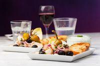 griechischer Salat mit gegrillten Oktopus