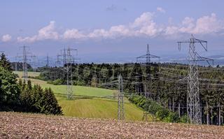 Stromtrasse durch den Wald