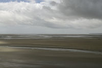Weiter Blick über eine weite Sandebene, Prielebene eines natürli