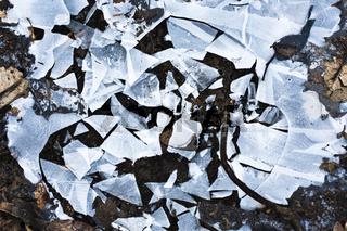 gebrochene Eisplatte / broken ice sheet