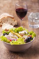 griechischer Salat mit Oliven