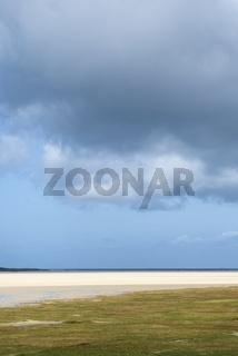 Der Sandstrand Scarista Beach, davor Marschland