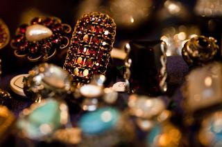 Schmuck mit Edelsteinen / jewellery with gemmed