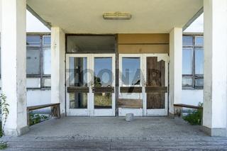 Zerstörte Schule aus dem Bosnienkrieg, Bosnien