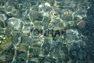 Steine im Flussbett / Rocks in river bed