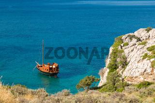 Verlassenes Schiff in der Bucht von Kolymbia, Rhodos