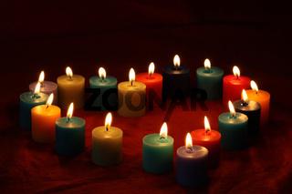 Ein Herz aus Kerzen