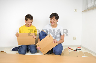Möbel montieren Assembling furniture