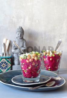 Rote Bete Couscoussalat mit Kichererbsen, Linsen und Lauchzwiebeln