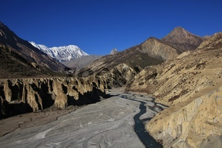 Marsyangdi river, limestone cliffs and Tilicho Peak