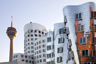 D_Gehry_Rheinturm_36.tif