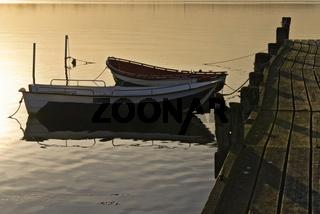 Boot an einem Bootsanleger