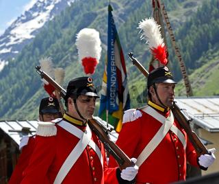 Herrgottsgrenadiere an der Fronleichnamsprozession, Blatten, Lötschental, Wallis, Schweiz