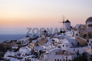 Sonnenuntergang in Oia auf Santorin, Thira, Kykladen, Griechenland