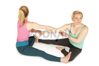 Zwei Frauen sitzend am Boden_erhöhte Ansicht