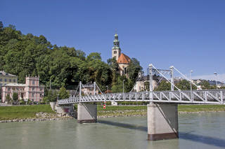 Pfarrkirche Mülln mit Salzachbrücke in Salzburg