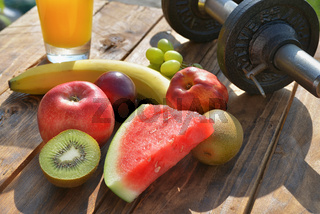 Obst und Hantel