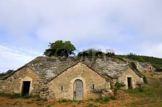 semitroglodyte Weinkeller in Entre-deux-Monts bei Riviere-sur-Tarn