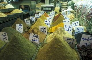 Ein Gewuerz Laden auf dem Souq oder Markt in der Medina der Altstadt von Aleppo im Norden von Syrien im Nahen Osten.