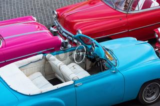 Amerikanische Cabriolet Oldtimer in der Draufsicht in Havanna City Cuba - Serie Cuba Reportage