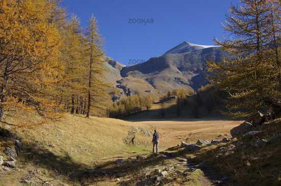 Autumn hike near Allos