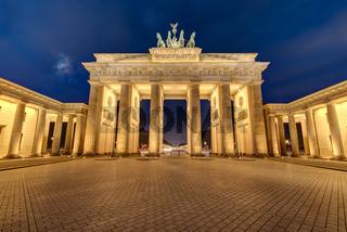 Das angestrahlte Brandenburger Tor in Berlin